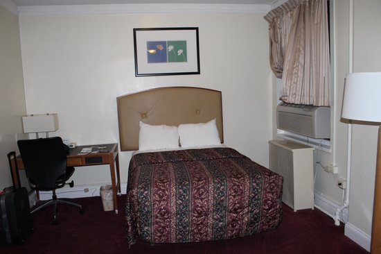 Travelodge by Wyndham Downtown Chicago: Room
