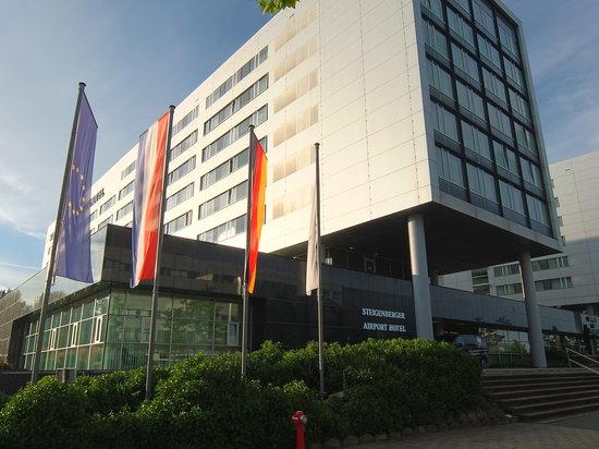 Steigenberger Airport Hotel Amsterdam: ホテルの外観