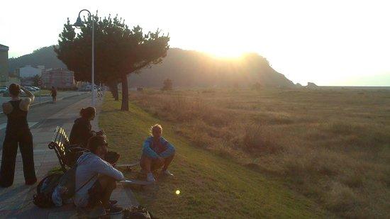Rompiente Norte Surfcamp: Atardecer en la playa de los quebrantos