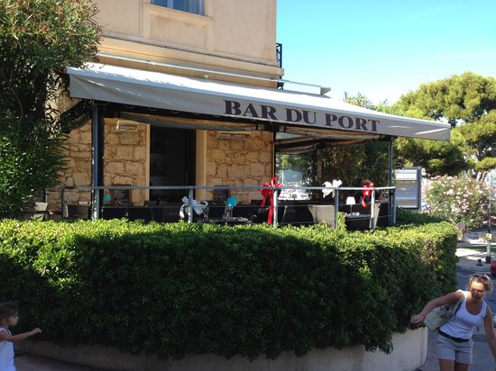 Restaurant du Port : The only restaurant WITHOUT a bathroom in France !