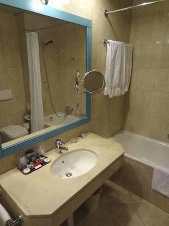 Hotel de la Paix : Bathroom