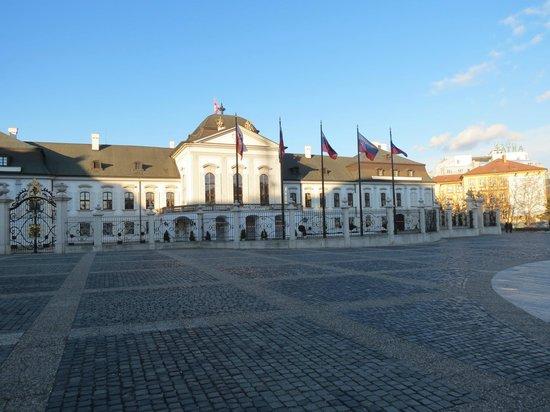 Grassalkovich Presidential Palace: Frente dia 2