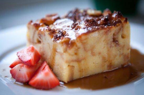Rose Tree Restaurant: Caramel Bread Pudding served warm with vanilla ice cream