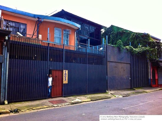Hostel Pangea: View from the street. (Calle 7)