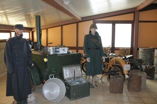 cucina da campo tedesca, militari italiano e tedesco, moto guzzi