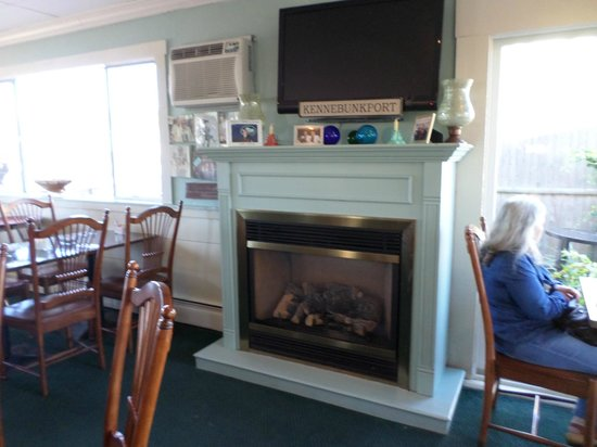 Bartley's Dockside Dining: Welcoming Fire Place