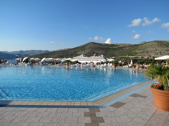 Valamar Club Dubrovnik: ship passing pool