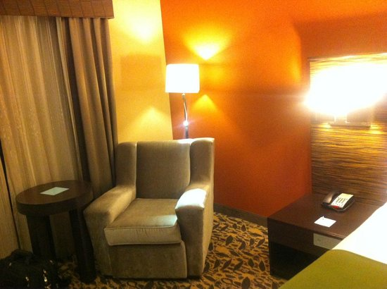 Holiday Inn Express Hotel & Suites Dallas (Galleria Area) : Room2