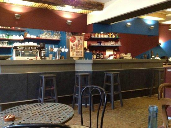 Valmondois, Francia: le café des filles
