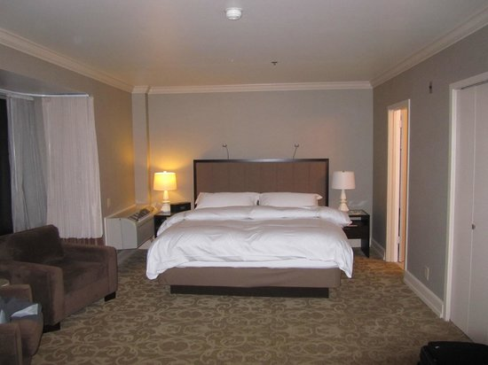 Inn at the Market: Second story king bed