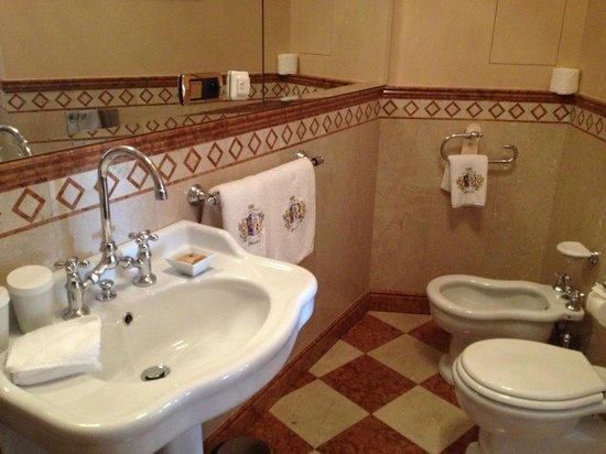 Alchymist Prague Castle Suites: Bathroom