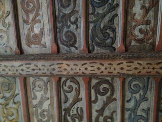 Alchymist Prague Castle Suites: Ornate ceiling decoration in the room