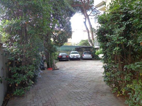 Hotel Sylvia: Parcheggio