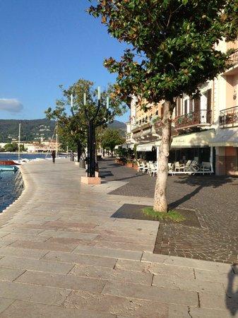 Locanda del Benaco: The Promenade