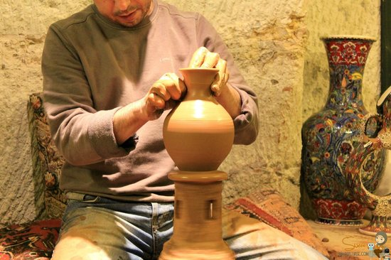 Guray Ceramic: Çamura şekil verme