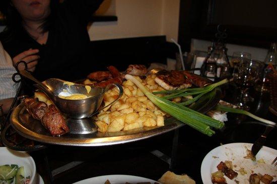 Taverna Sarbului : Это уже не вся порция