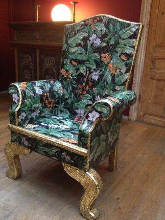 Hotel Hellsten: Väldigt läcker stol i gästrum vid receptionen!