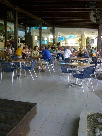 Lydia Maris Resort & Spa: area polivalente dove c'era il teatro, dove si poteva cenare e pranzare, giocare a carte..