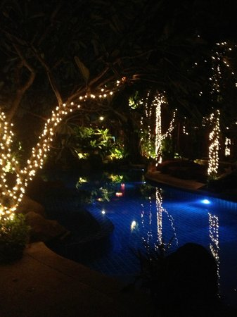 Rocky's Boutique Resort: beach pool night