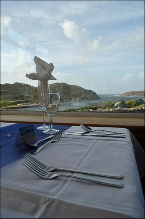 Kinlochbervie Hotel: Enjoy the view while you eat