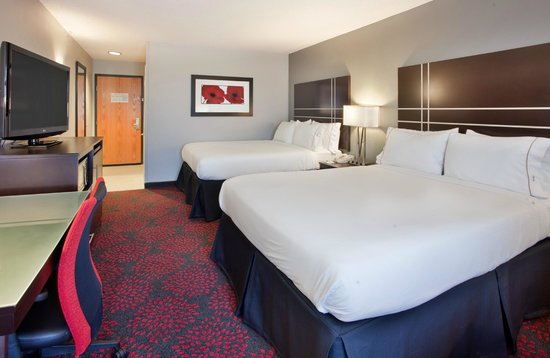 Holiday Inn Express Fremont: Two Queen Room