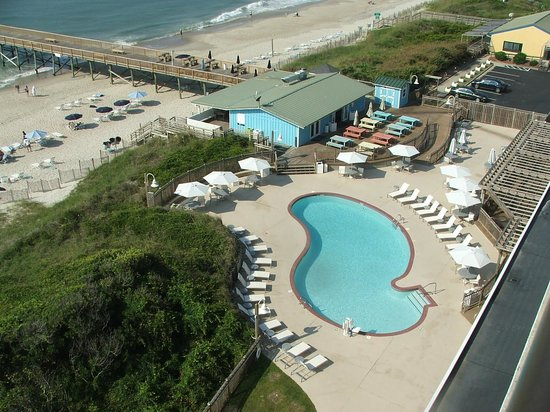 DoubleTree by Hilton Hotel Atlantic Beach Oceanfront: Pool, beach, pier and Molly's