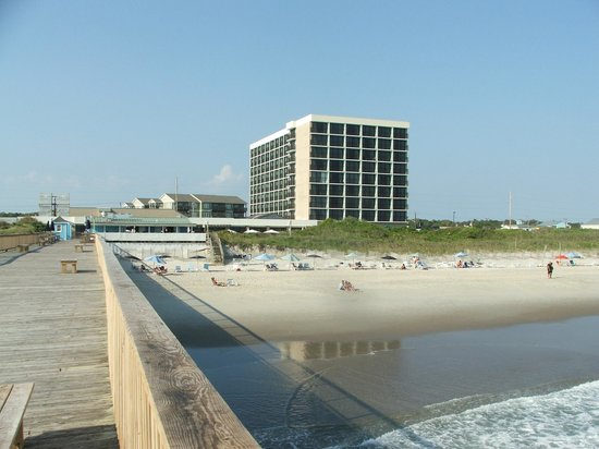DoubleTree by Hilton Hotel Atlantic Beach Oceanfront: Hotel and beach from pier