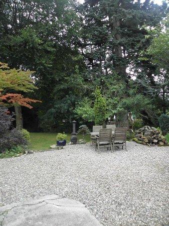 Torrdarach House: Place pour déjeuner à l'extérieur par beau temps