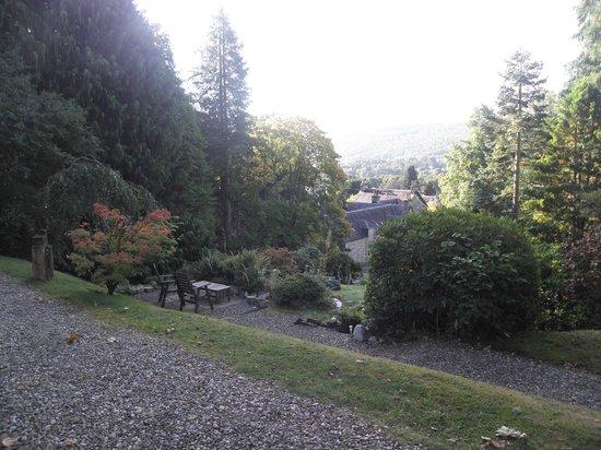 Torrdarach House: Le jardin avec vue sur le village en contrebas