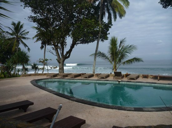 Pondok Pitaya: Hotel, Surfing and Yoga: View from poool
