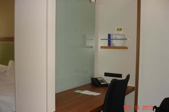 SpringHill Suites Pittsburgh Bakery Square: Desk