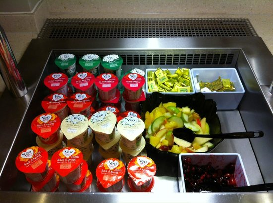 Premier Inn London Victoria Hotel : yogurt e frutta