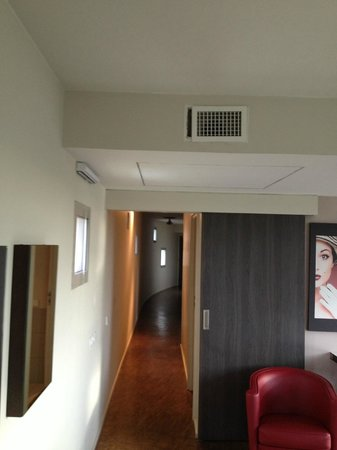 Quality Only Suites CDG Airport: chambre