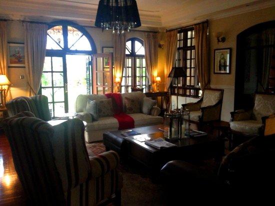 The Bedelle: Living room