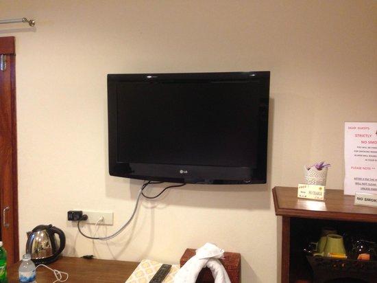 Lullaby Inn: Flat Screen TV