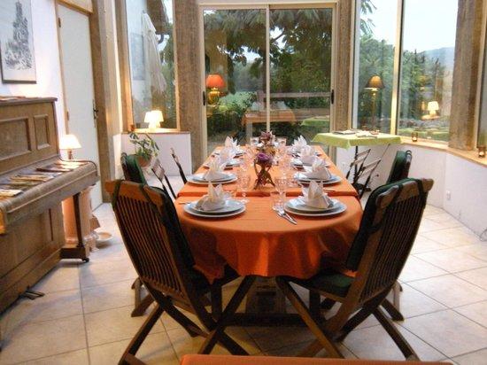La Grange: The dining table