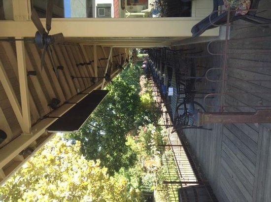 Lambertville Station Restaurant: outdoor seating
