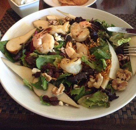 Lambertville Station Restaurant: broiled shrimp salad with pears, walnutsins