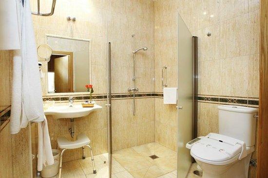 Hotel Crunia - A Coruña: Baño adaptado en A Coruña