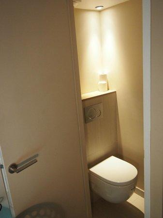 Best Western Hotel Faubourg Saint-Martin : Toilet
