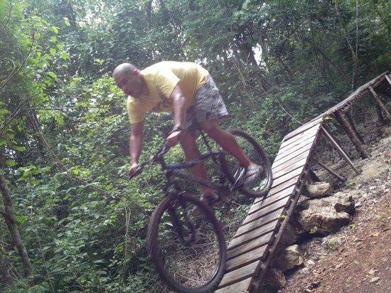 Ecopark Xtut: recorrido en bici de montaña estaba chiquita pero igual lo disfrute