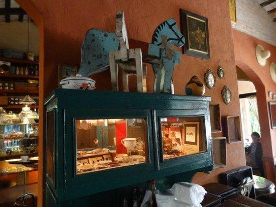 El Cafe de Aca : beautiful interior