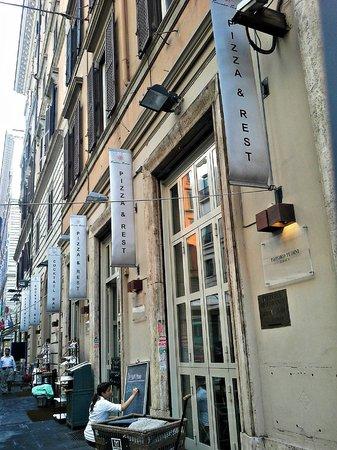 Tomoko Tudini : Fachada do restaurante.