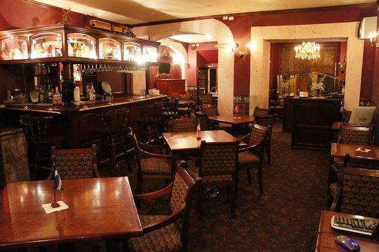 Posada Santa Fe: Bar Consulado de Prusia