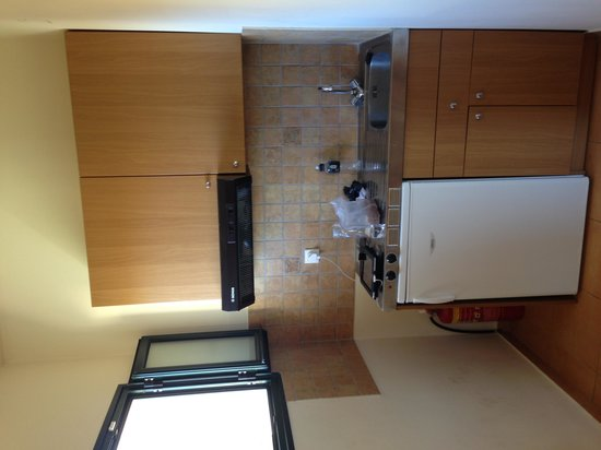 Dia Apartments: room 403