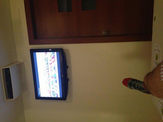 Hotel Finlandia: Viendo TV