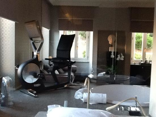 "Palazzo Manfredi - Relais & Chateaux: ""exercise room"" in our hotel room, which jaccuzzi tub"