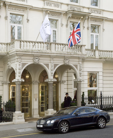 The Bentley London: Entrance