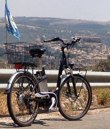 Electrical Bike Ibleo: panorama ibla con e-bike