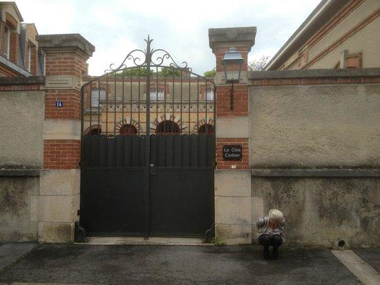 Le Clos Corbier: Front gates.